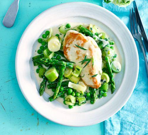 خوراک مرغ با خامه و سبزیجات