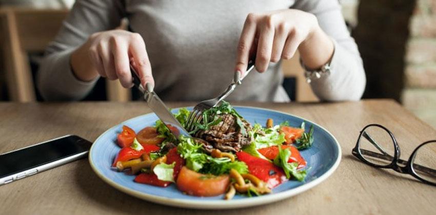 آگاهانه غذا خوردن گوارش را بهبود می دهد