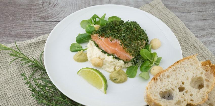 ماهی روغنی به تنظیم هورمون ها کمک می کند