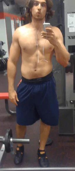 عضلات سرشانه بزرگتر و قوی تر
