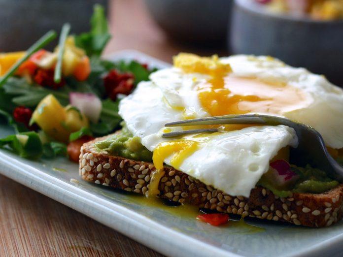 چقدر در روز پروتئین بخوریم